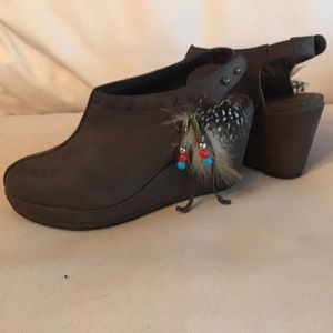 Yellow Box Wedge booties with feathers size 8